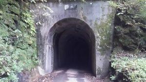 神戸岩トンネルの入り口